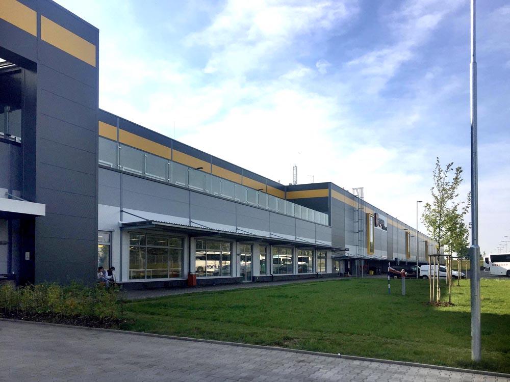 Výroba a montáž 300t ocelové konsrtrukce haly Amazon Dobrovíz