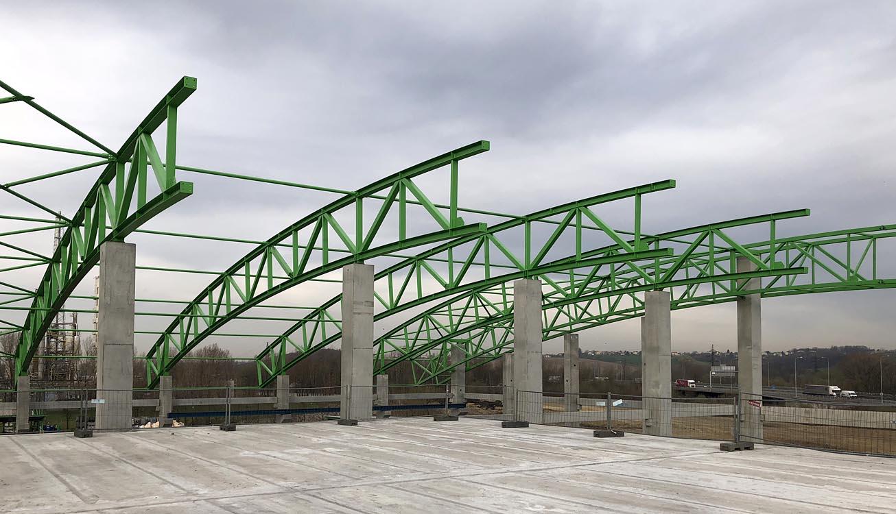 Výroba a dodávka ocelových konstrukcí o objemu 150t, včetně montáže střechy a opláštění sendvičovými panely